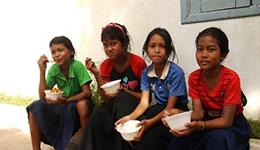 世界の発展途上国の子供たちへ給食サポートを実施4